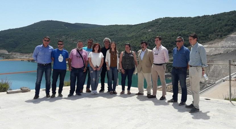 Diputados Parlamento Aragón visitan obras recrecimiento embalse Yesa (NaZ)
