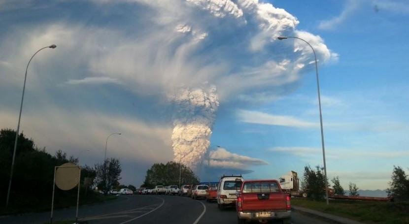 Volcán Calbuco en erupción (Wikipedia/CC).