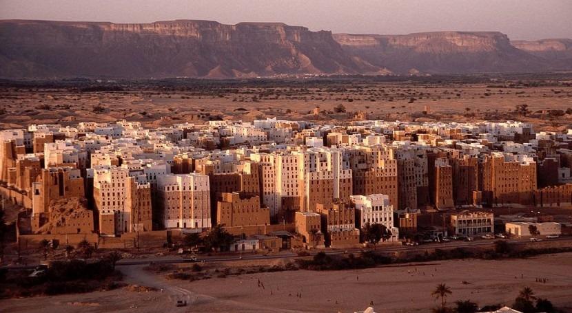 Ciudad de Shibam en el desierto yemení.