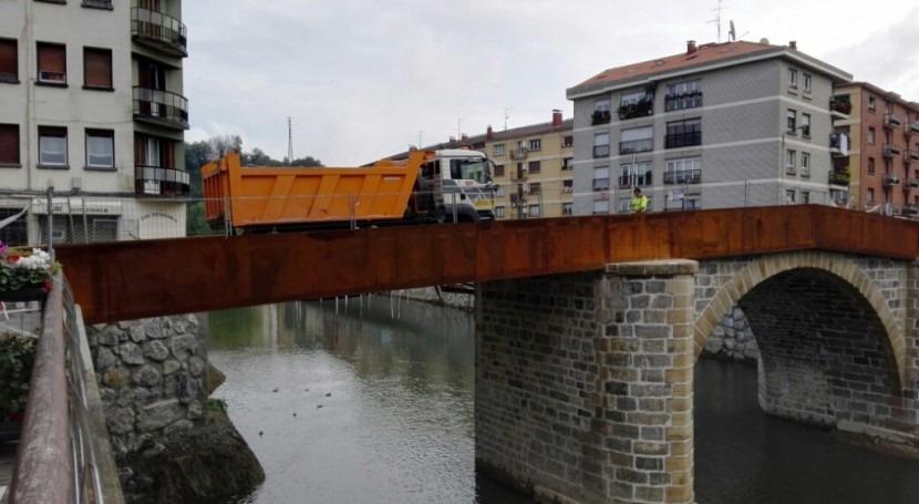 URA acomete prueba carga puente renovado Zubimusu Villabona-Zizurkil Gipuzkoa